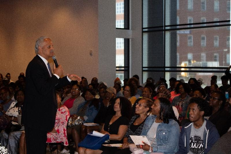 Stedman Graham encourages audience to step into their power.